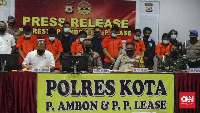 Oknum anggota Polresta Ambon yang menjual senjata api Rp4 juta ke KKB pernah terlibat kasus narkoba beberapa waktu sebelumnya.
