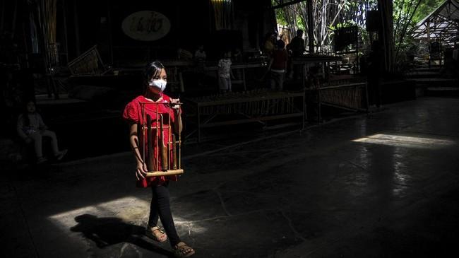 Saung Angklung Udjo yang kini terancam tutup selama pandemi Covid-19 karena sepi pengunjung.