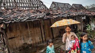 FOTO : Puting Beliung Rusak Ratusan Rumah di Demak