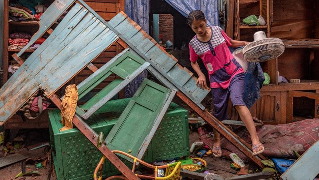 Sebanyak 186 rumah dan sejumlah fasilitas umum mengalami kerusakan usai diterjang puting beliung di Kabupaten Demak, Jawa Tengah pada Selasa (23/2) sore.