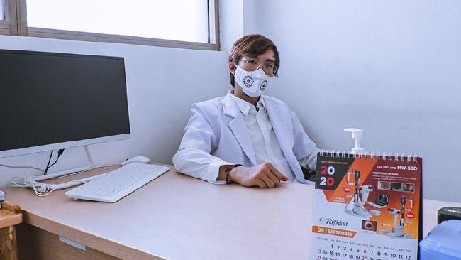 Dokter Tirta Mandira Hudhi menyoroti fenomena tingginya animo masyarakat untuk vaksin Covid-19 agar mendapat sertifikat.