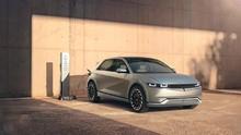 Hyundai Ioniq 5 Manfaatkan Tenaga Matahari untuk Isi Baterai