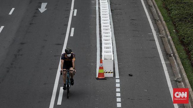 Pemerintah Provinsi DKI Jakarta menargetkan pembangunan jalur sepeda permanen di Jalan Sudirman-Thamrin rampung pada Maret 2021.