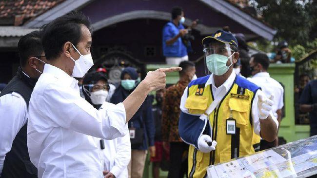 Jokowi dijadwalkan akan meninjau vaksinasi massal di sejumlah wilayah di Jawa Tengah, Jumat (11/6).