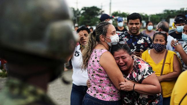 Jumlah korban tewas dalam kerusuhan di tiga penjara di Ekuador bertambah menjadi 79 orang.