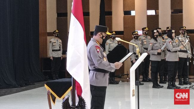 Kapolri Listyo Sigit Prabowo melantik lima perwira tinggi untuk jabatan Kapolda dan Koordinator Staf Ahli Kapolri.