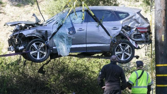Netizen teringat dengan tragedi Kobe Bryant pada awal 2020 usai mengetahui Tiger Woods mengalami kecelakaan mobil.