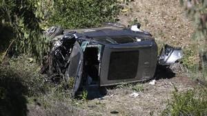 FOTO: Rusak Parah Mobil Tiger Woods karena Kecelakaan