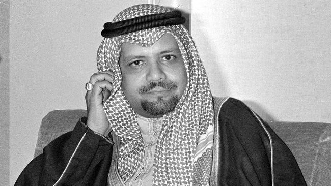 Mantan Menteri Perminyakan Arab Saudi yang menjabat selama lebih dari dua dekade, Sheikh Zaki Yamani meninggal dunia di London, Inggris.