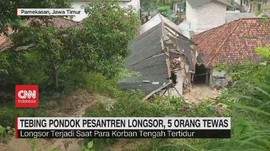 VIDEO: Tebing Pondok Pesantren Longsor, 5 Orang Tewas