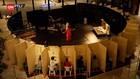 VIDEO: Menyaksikan Pertunjukan Teater Dengan Mengintip