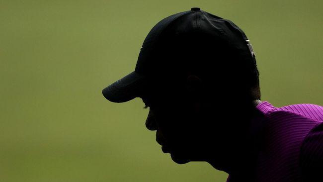Tiger Woods sudah menjalani operasi awal yang panjang atas luka serius pada kakinya akibat kecelakaan mobil.