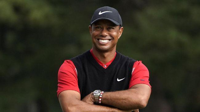 Mike Tyson merespons kecelakaan yang dialami pegolf Tiger Woods. Tyson berharap Woods bisa berjuang dan kembali pulih demi kedua anaknya.