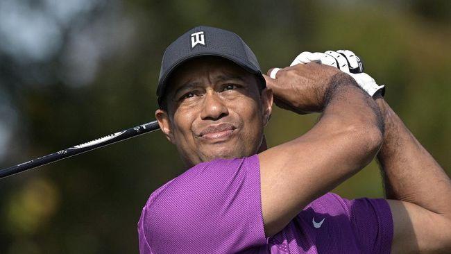 Tiger Woods terancam batal mengikuti turnamen Masters 2021 pada April mendatang usai mengalami luka serius pada kakinya akibat kecelakaan hebat.