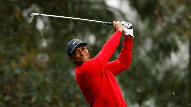 Bintang golf dunia Tiger Woods memposting foto pertama di lapangan golf pasca kecelakaan maut awal tahun ini di akun instagramnya.