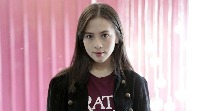 Wawancara eksklusif CNNIndonesia.com dengan Zara Adhisty, bicara soal karier di film hingga hobi aktris muda berbakat tersebut.