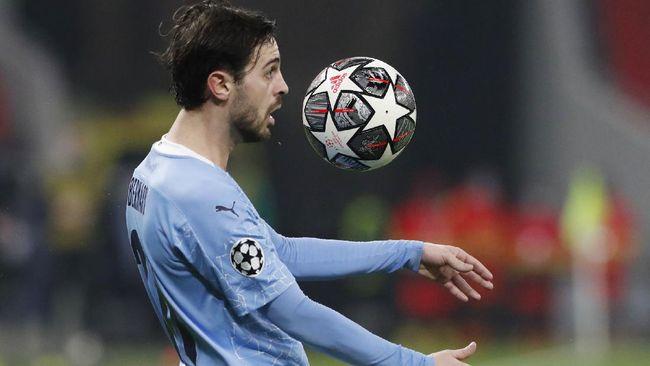 Bernardo Silva diklaim mengejek suporter Liverpool saat mengunggah foto bersama replika trofi Liga Inggris.