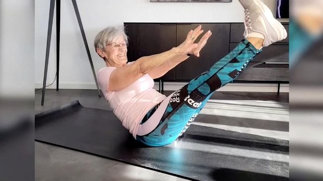 Erika Rischko seorang nenek berusia 81 tahun mendadak tenar jadi bintang TikTok. Rischko populer menjadi seorang 'atlet' dunia maya.