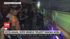 VIDEO: Kecelakaan, Sopir Minibus Terjepit Rangka Mobil