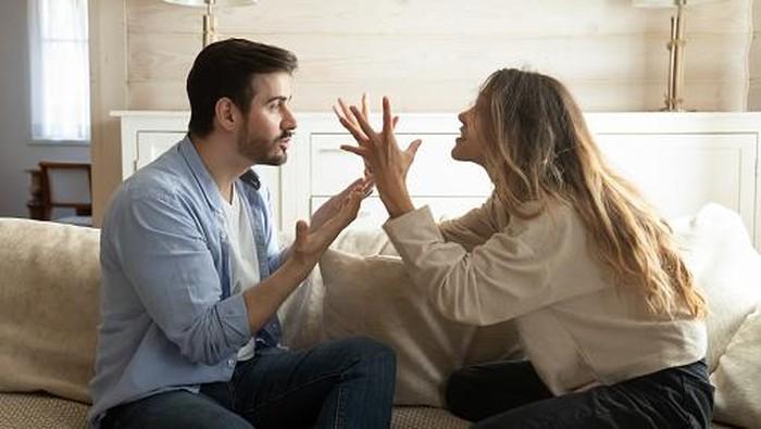 Kenali Tanda-Tanda Kamu Sedang Berada di Dalam Toxic Relationship, Bagaimana Cara Keluar dari Zona Itu?