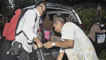 Komisi Pemberantasan Korupsi (KPK) mengamankan sejumlah barang bukti saat menggeledah empat lokasi di Batam.