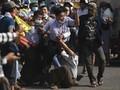 FOTO: Pendukung Militer Myanmar dan Pedemo Antikudeta Bentrok