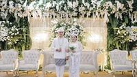 <p>Putri Nia Daniaty, Olivia Nathania, baru saja menggelar pernikahan dengan seorang taruna bernama Rafly N. Tilaar. (Foto: Instagram @niadaniatynew)</p>
