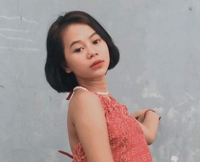 TikTokers Cimoy Nuraini atau Cimoy Montok menarik perhatian netizen usai tampil baru dengan rambut pendeknya yang berwarna hitam natural. Netizen menilai tampilan Cimoy kini lebih cantik. (Foto: Instagram/cimoynurainingeeyel)