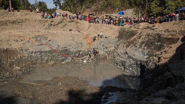 Sebanyak 8 dari 16 penambang emas ilegal yang tertimbun longsor di Timbahan, Solok Selatan, Minggu (9/5) sore, ditemukan dalam kondisi tak bernyawa.
