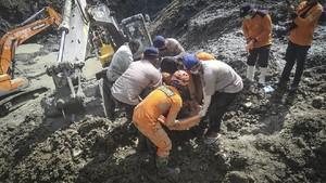 FOTO: Pencarian Korban Longsor Tambang Emas Ilegal Sulteng