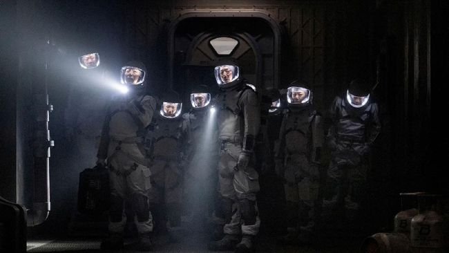 Aktor Lee Joon mengaku siap menunjukkan aksi unik di balik kostum astronot dalam serial The Silent Sea yang akan segera tayang di Netflix.