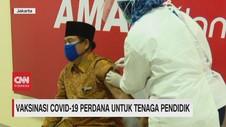 VIDEO: Vaksinasi Covid-19 Perdana untuk Tenaga Pendidik