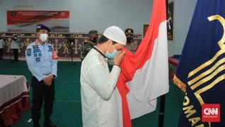 Cium Merah Putih, Mukarram eks ISIS Bersumpah Setia ke NKRI