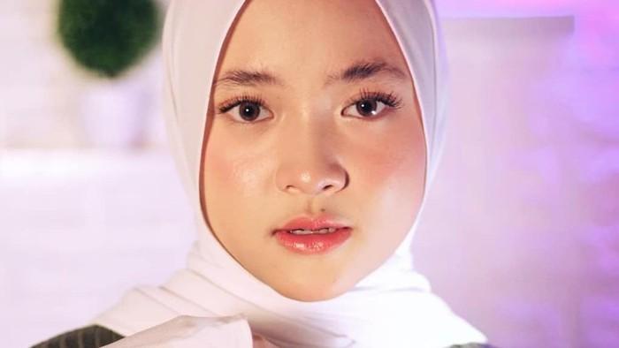 4 Produk Makeup untuk Tampil Natural Look ala Nissa Sabyan