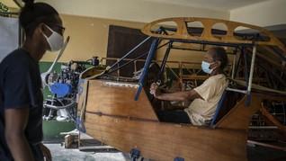 FOTO: Pensiunan Insinyur Kuba Buat Pesawat dari Kayu