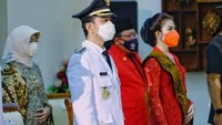 <p>Pada Jumat (26/2/2021), Selvi Ananda mendampingi sang suami, Gibran Rakabuming Raka, yang dilantik sebagai Wali Kota Solo, Bunda. (Foto: Instagram @pemkotsurakarta)</p>