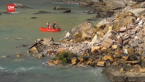 VIDEO: Kuburan Italia Longsor, Peti Mati Mengambang di Laut