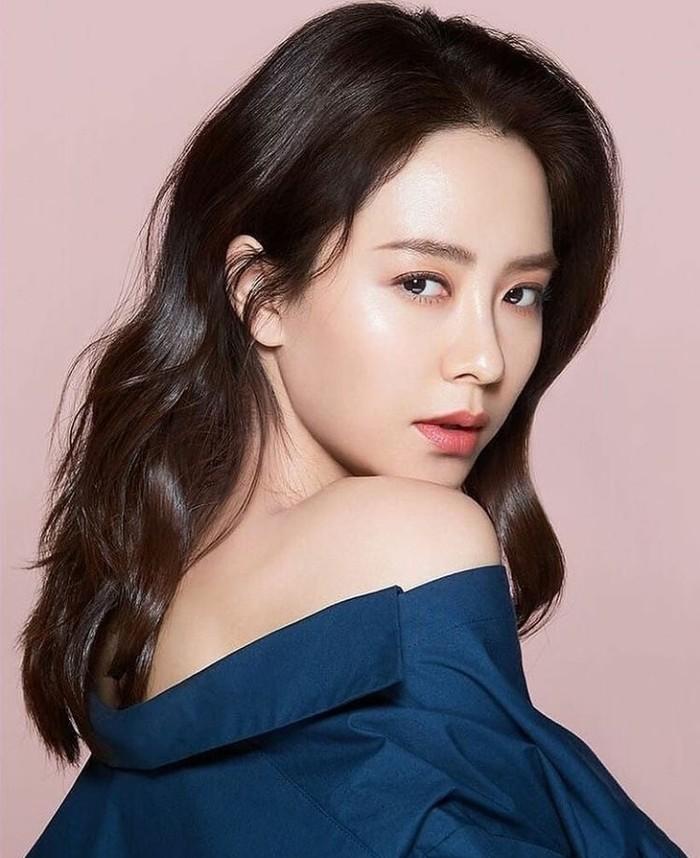 """Karena memiliki kulit sensitif, Song Ji Hyo cukup berhati-hati memilih skincare. Pemain """"Princess Hours"""