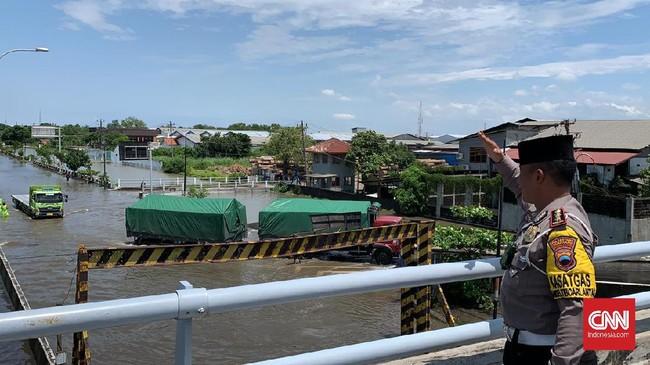 Pompa Bergiliran, Banjir di Pantura Semarang Masih 70 Cm