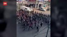 VIDEO: Detik-detik Polisi Myanmar Tangkap Pedemo