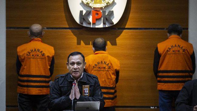 Walkot Tanjungbalai M. Syahrial baru menyerahkan uang sejumlah Rp1,3 miliar kepada penyidik KPK, Stepanus Robin Pattuju agar kasus hukumnya disetop.