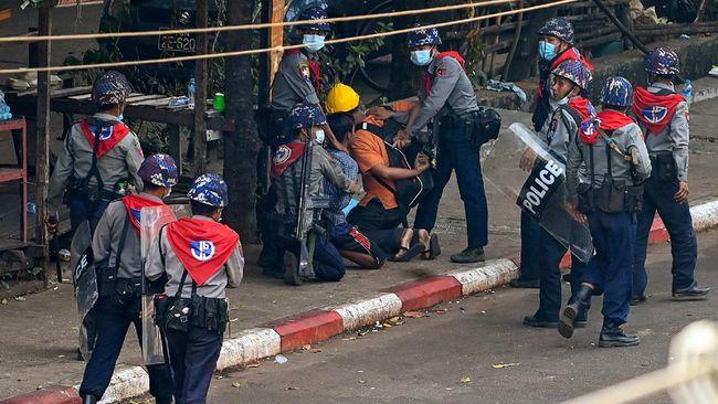 Jumlah korban meninggal dalam demo menentang kudeta di Myanmar pada akhir pekan lalu mencapai 18 orang.