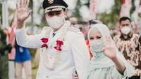 <p>Pada Jumat (26/2/2021) lalu, Chacha terlihat ikut mendampingi sang suami dalam pelantikan yang digelar di Gradhika Kantor Gubernur Jawa Tengah, Semarang. (Foto: Instagram @chafrederica)</p>