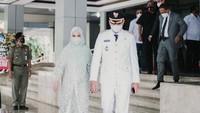 <p>Dalam pelantikan, Chaca berhasil mencuri perhatian publik. Bagaimana tidak, penampilan wanita kelahiran Jakarta tersebut dinilai menawan saat jalan mendampingi sang suami di sebelahnya. (Foto: Instagram @chafrederica)</p>