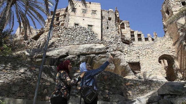 Trekking dan napak tilas kisah jin menjadi magnet kedatangan turis ke Desa Misfat al-Abriyeen.