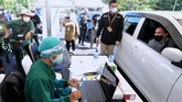 Vaksinasi Covid-19 dengan metode drive thru digelar selama satu pekan di Bali Nusa Dua Convention Center (BNDCC), Bali.