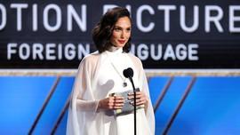 FOTO: Busana Terbaik di Golden Globes 2021