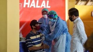 FOTO: Jokowi Pantau Vaksinasi Massal Pedagang di Yogyakarta