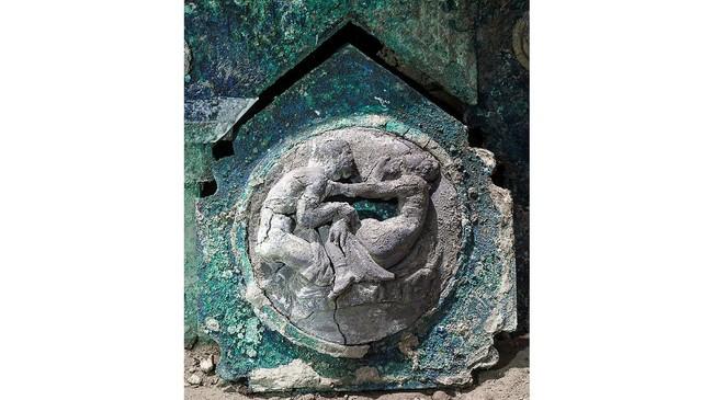 Tim Arkeolog berhasil menemukan kereta kuda kuno peninggalan Romawi di dekat Kota Pompeii, Italia.