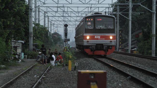 KAI Commuter menambah empat perjalanan KRL Yogyakarta-Solo mulai Jumat (12/3) hingga Minggu (14/3) untuk meningkatkan pelayanan kepada penumpang.